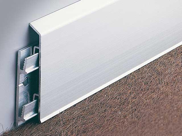 алюминиевый плинтус с кабель каналом